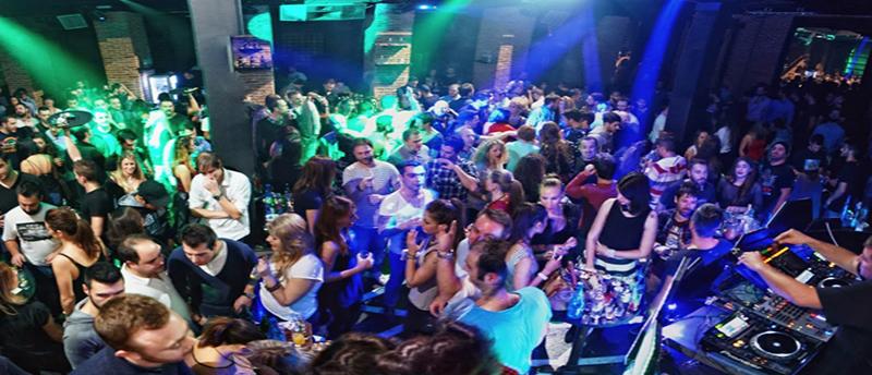 Club Le Freak για δυναμικές παραστάσεις