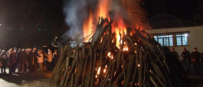 Καρτσιούνος στη Νάουσα: Φωτιές για να ζεσταθεί ο νεογέννητος Χριστός
