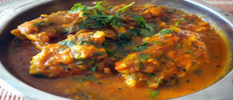 Ψάρια στο τηγάνι με σάλτσα ντομάτας