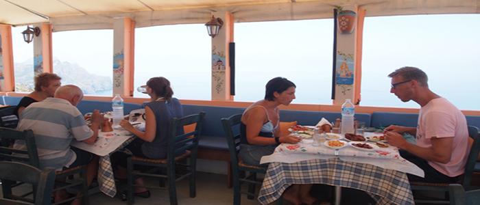 «Μπλε Κήπος»: Παραδοσιακές γεύσεις στην Όλυμπο Καρπάθου